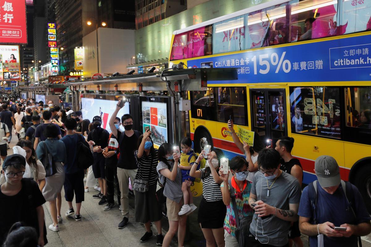 Hong Kong'da 45 kilometrelik insan zinciri! - Resim: 1