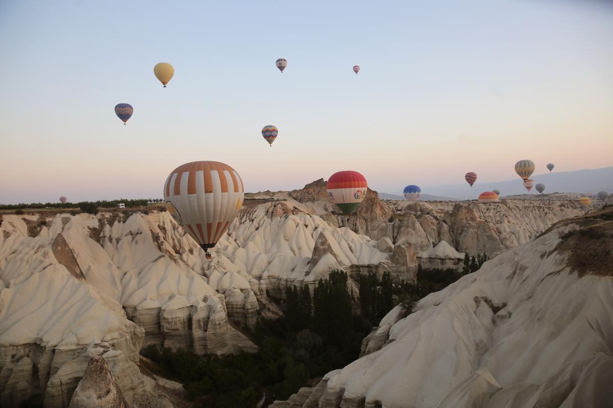 Kapadokya'da sıcak havada balon keyfi bir başka - Resim: 1