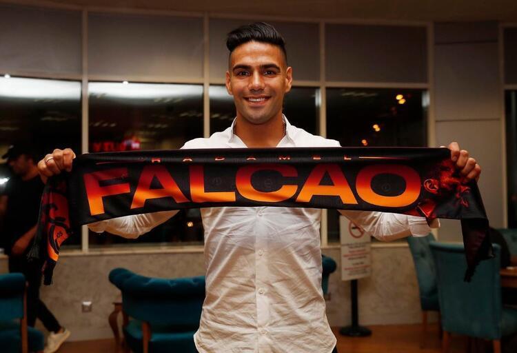 Falcao ilk üçlüsünü çektirdi! İşte Galatasaraylıların Falcao gecesinden kareler! - Resim: 1