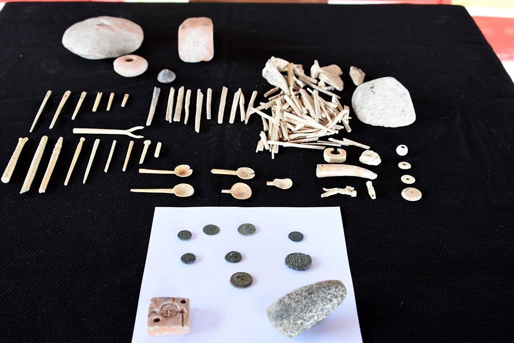 Assos'ta 7 bin yıllık granit taş balta bulundu - Resim: 1