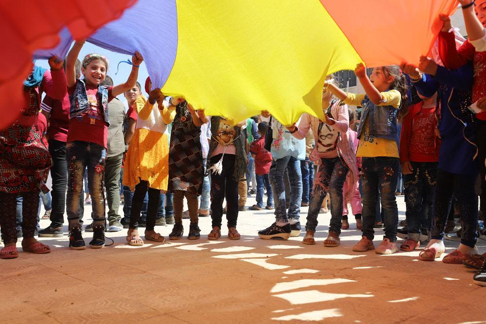 Suriye'deki yetimlerin 'çocuk şenliği' ile yüzü güldü - Resim: 1