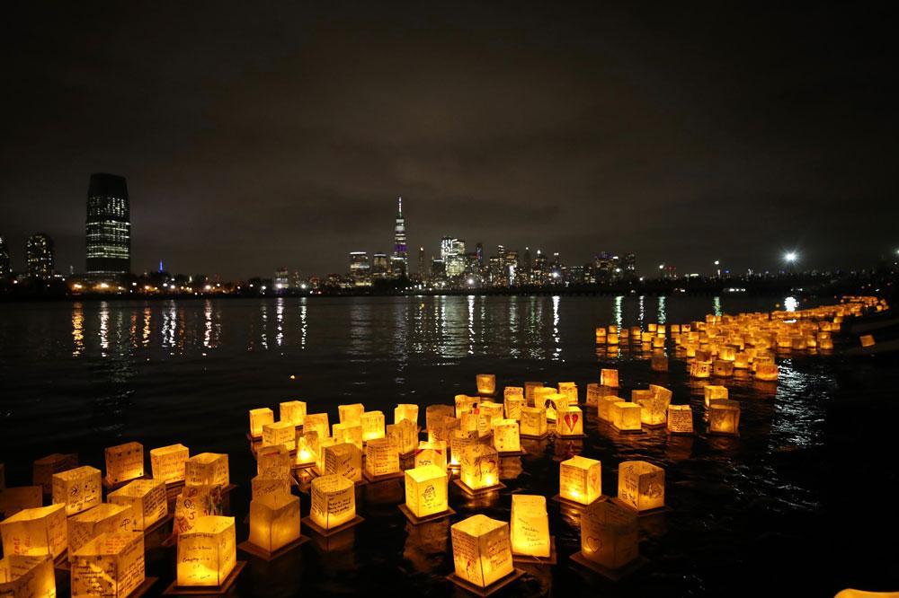 New Jersey'deki festivalde binlerce dilek feneri suya bırakıldı - Resim: 1
