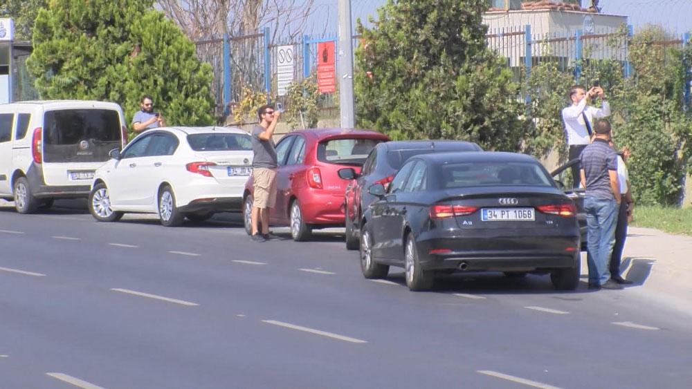 Atatürk Havalimanı çevresinde trafik bir anda durdu; herkes telefonlarına sarıldı - Resim: 1
