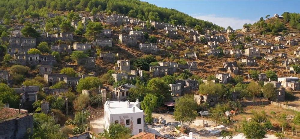 Terk edilmiş 'hayalet köy' havadan görüntülendi - Resim: 1