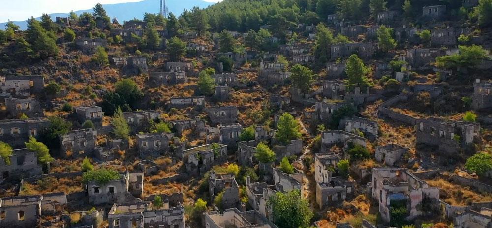 Terk edilmiş 'hayalet köy' havadan görüntülendi - Resim: 2