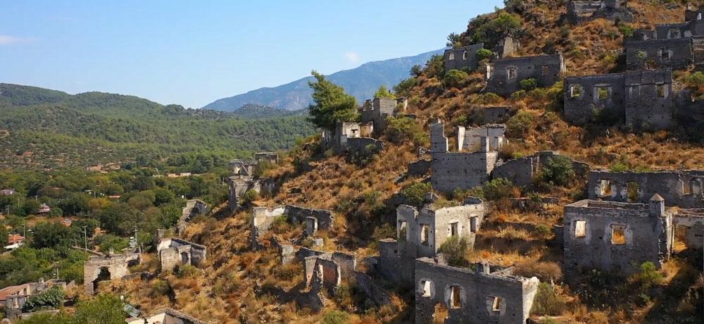 Terk edilmiş 'hayalet köy' havadan görüntülendi - Resim: 4