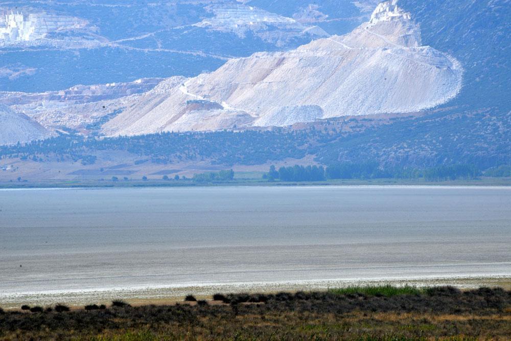 Bir göl daha kurudu... Flamingolar evlerini teker teker kaybediyor! - Resim: 4