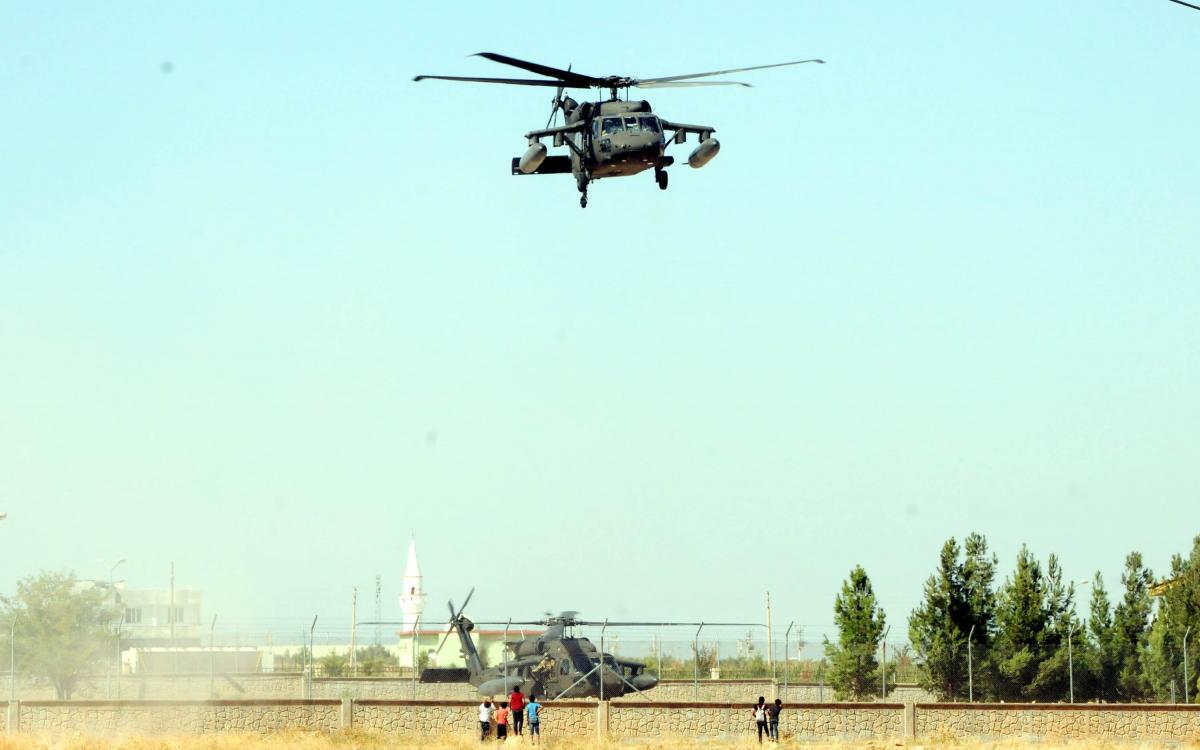 Akçakale'de askeri hareketlilik! ABD'ye ait 2 helikopter geldi - Resim: 1