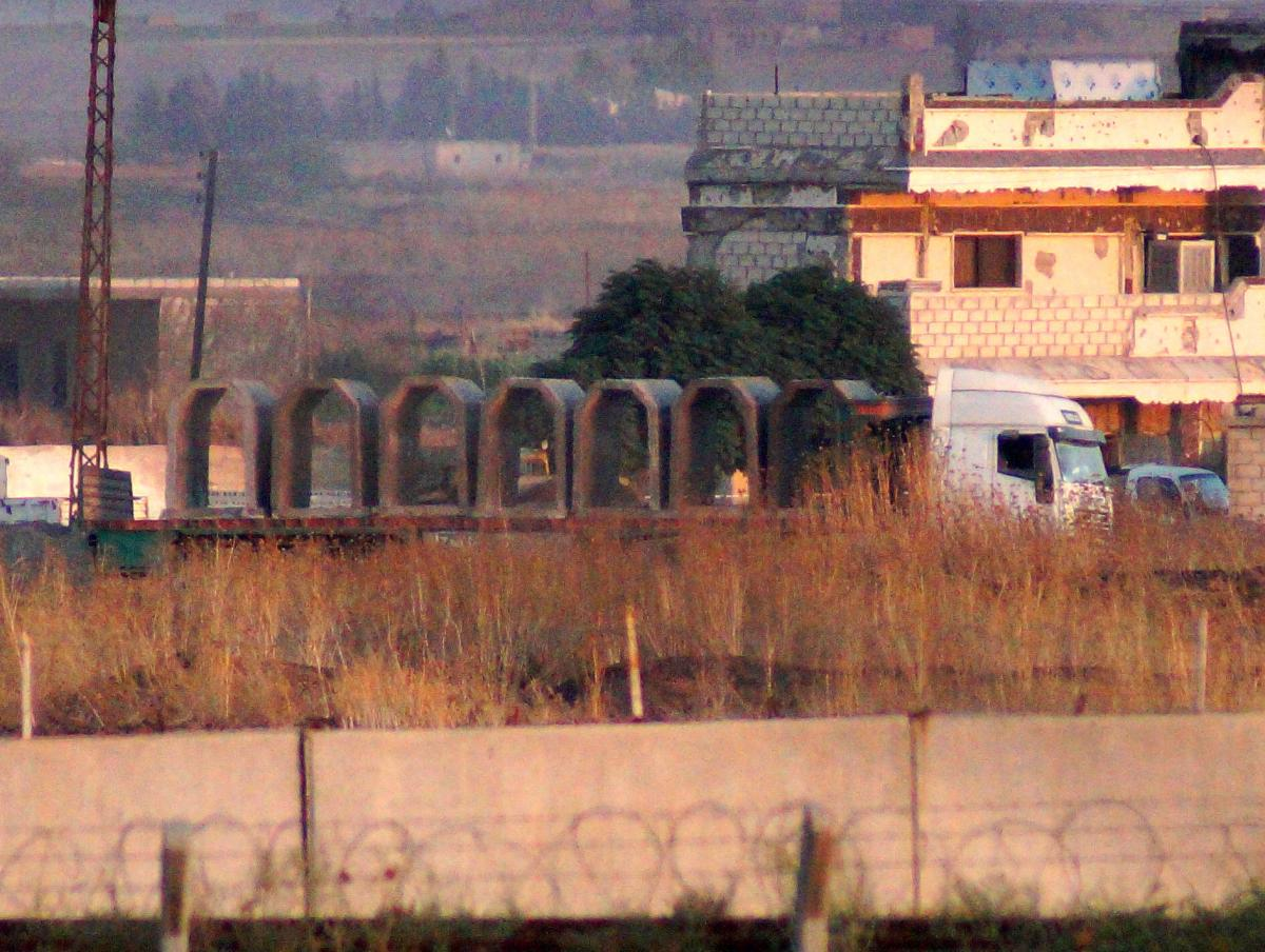 Teröristler kazdıkları tünellere beton blok yerleştiriyor - Resim: 1