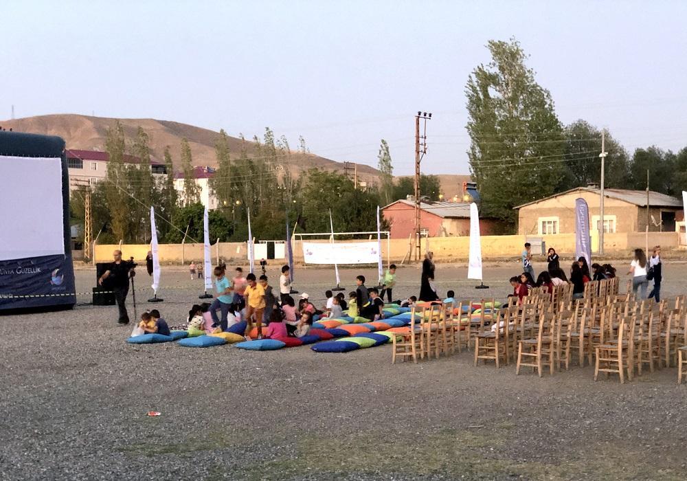 Doğu Anadolu'da 30 bin çocuğun yüzü sinemayla güldü - Resim: 1