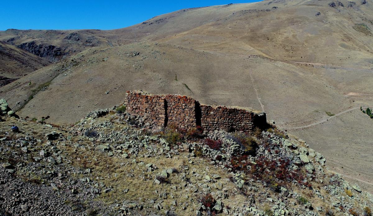 Erzurum'da keşfedildi! 3 bin yıllık, her biri 1.5 ton ağırlığında… - Resim: 1