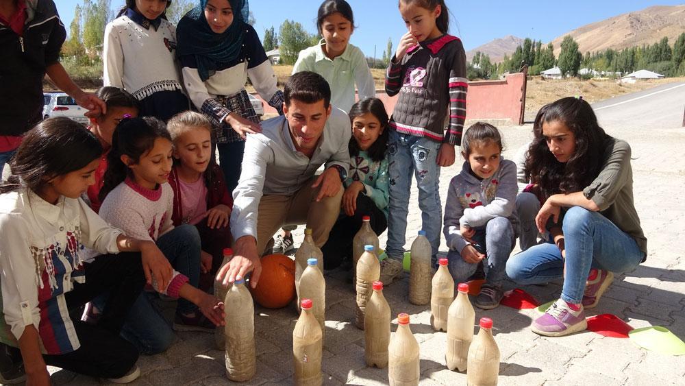 Beden öğretmeninden öğrencilerine sürpriz: Van usulü bowling - Resim: 2