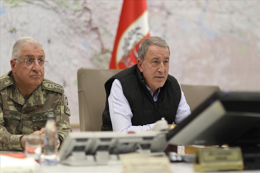 Milli Savunma Bakanı Hulusi Akar ve komuta kademesi harekat merkezinde sevk ve idare ediyor - Resim: 1