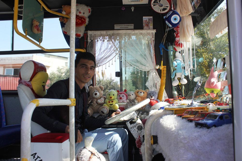 Oyuncaklarla dolu halk otobüsü yolcuları şaşkına çevirdi - Resim: 1