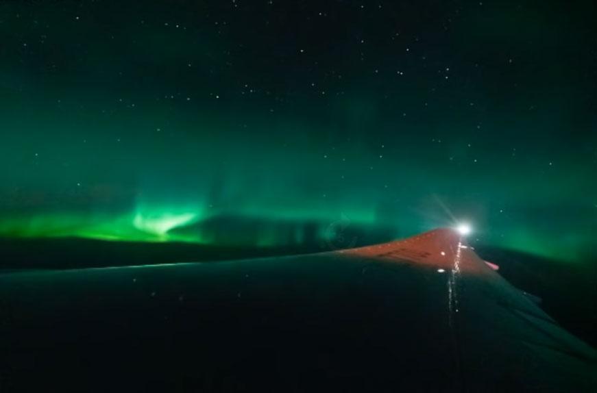 Şans eseri fark etti! Uçakta Kuzey Işıkları'nı böyle görüntüledi - Resim: 1