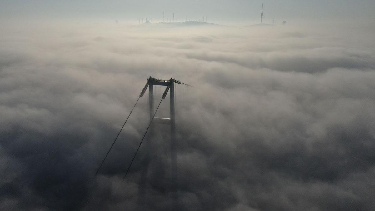 İstanbul Boğazı'nda sis manzarası görenleri mest etti - Resim: 1