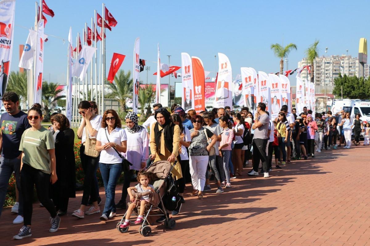 Antalya Kitap Fuarı'nda ziyaretçi rekoru: Fuarı 613 bin kişi gezdi - Resim: 1