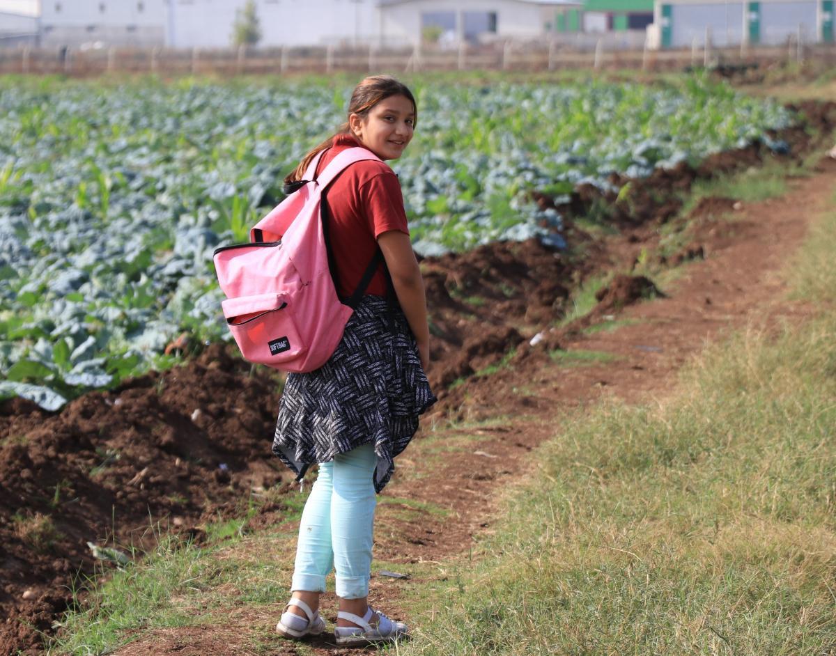 Ayaklarında poşetle okula gidiyorlar - Resim: 1