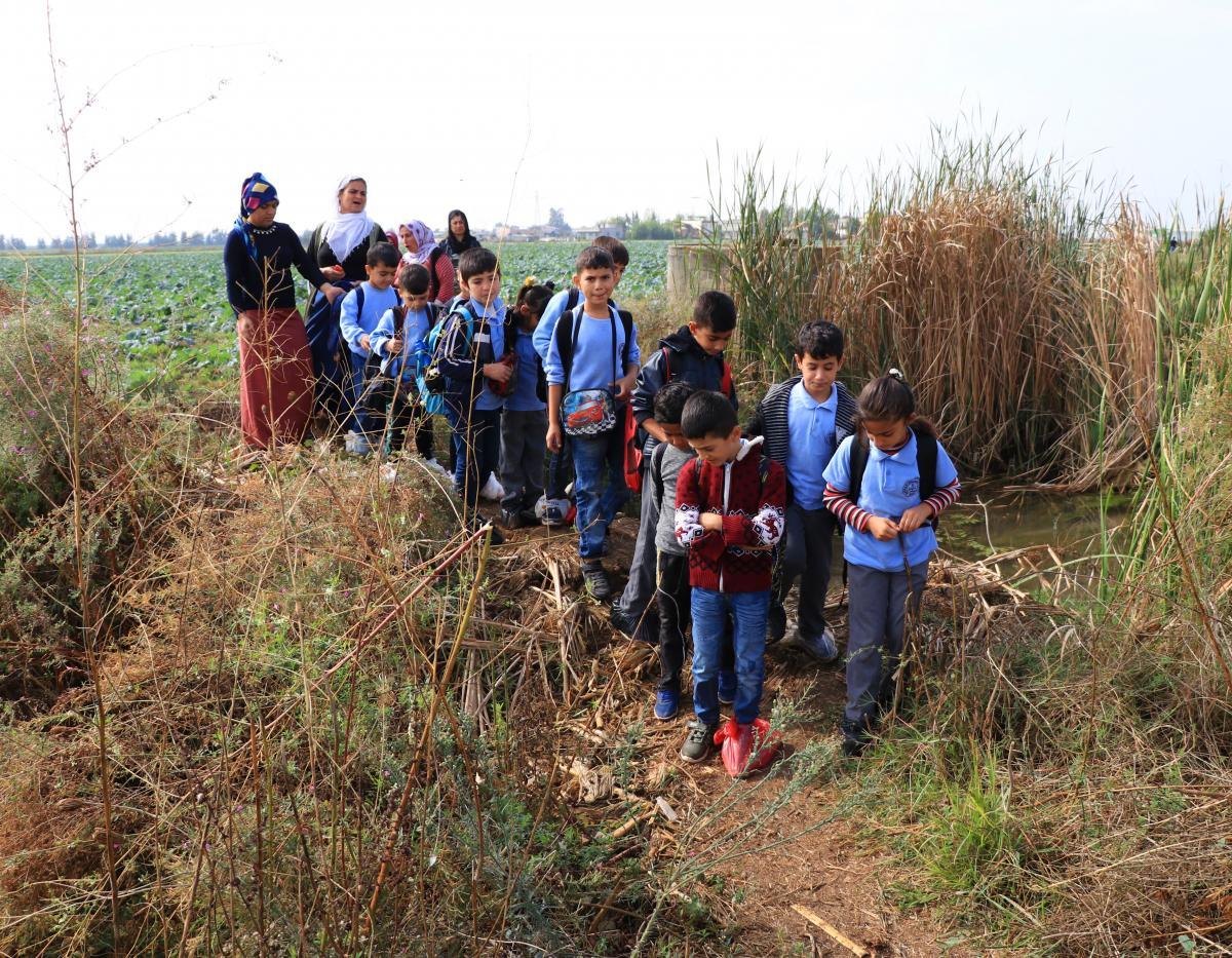 Ayaklarında poşetle okula gidiyorlar - Resim: 3