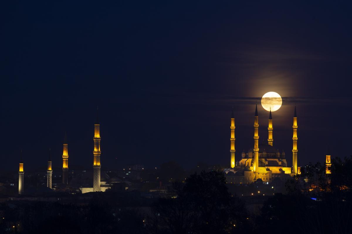 Selimiye Cami'nin dolunayla akşam bulaşması - Resim: 1