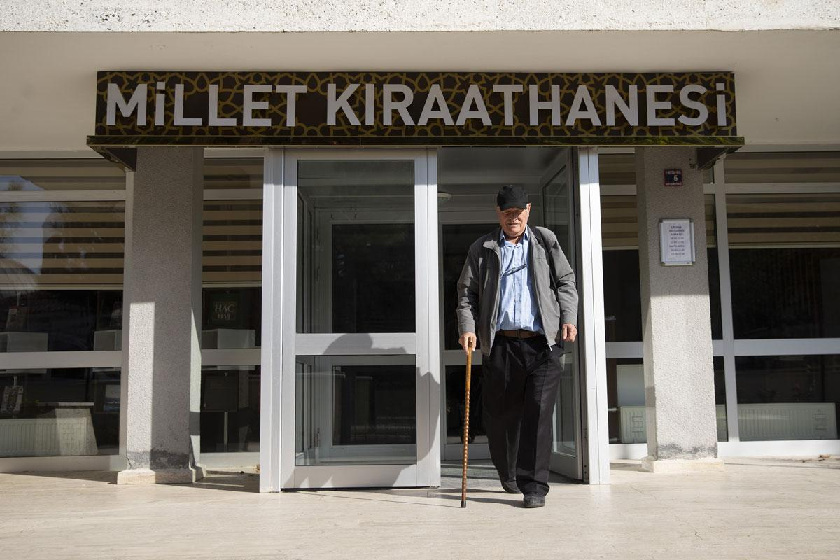 75 yaşındaki 'bastonlu bilge' fakülteyi 3 yılda bitirdi, hedefi yüksek lisans - Resim: 4