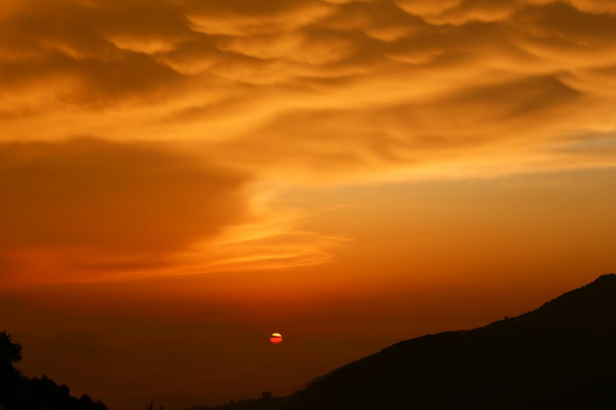 Türkiye'de ender görülen memeli bulutlar Hatay'da görüntülendi - Resim: 1