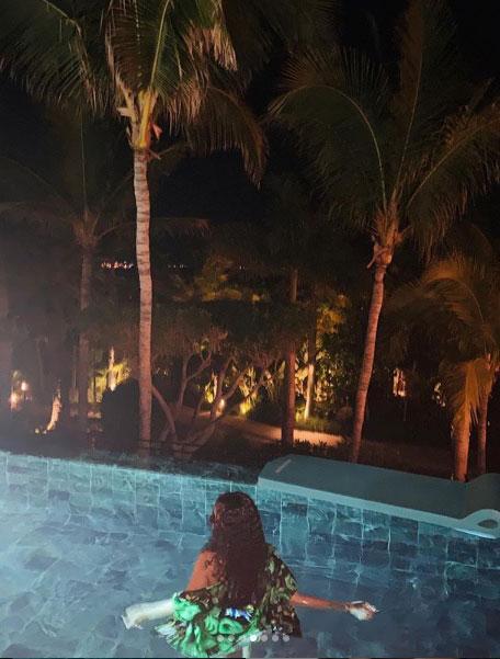 Rihanna gece yarısı havuza girdi, sosyal medya yıkıldı! İşte o kareler... - Resim: 1
