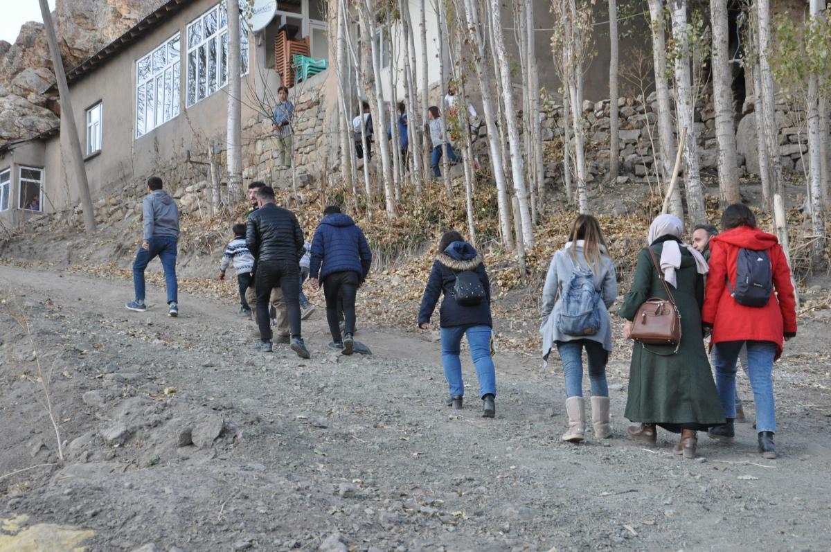 Yüksekova'da öğretmenlerden 15 kilometrelik veli ziyaret - Resim: 4
