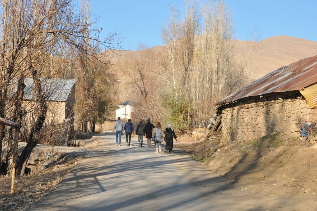 Yüksekova'da öğretmenlerden 15 kilometrelik veli ziyaret - Resim: 3