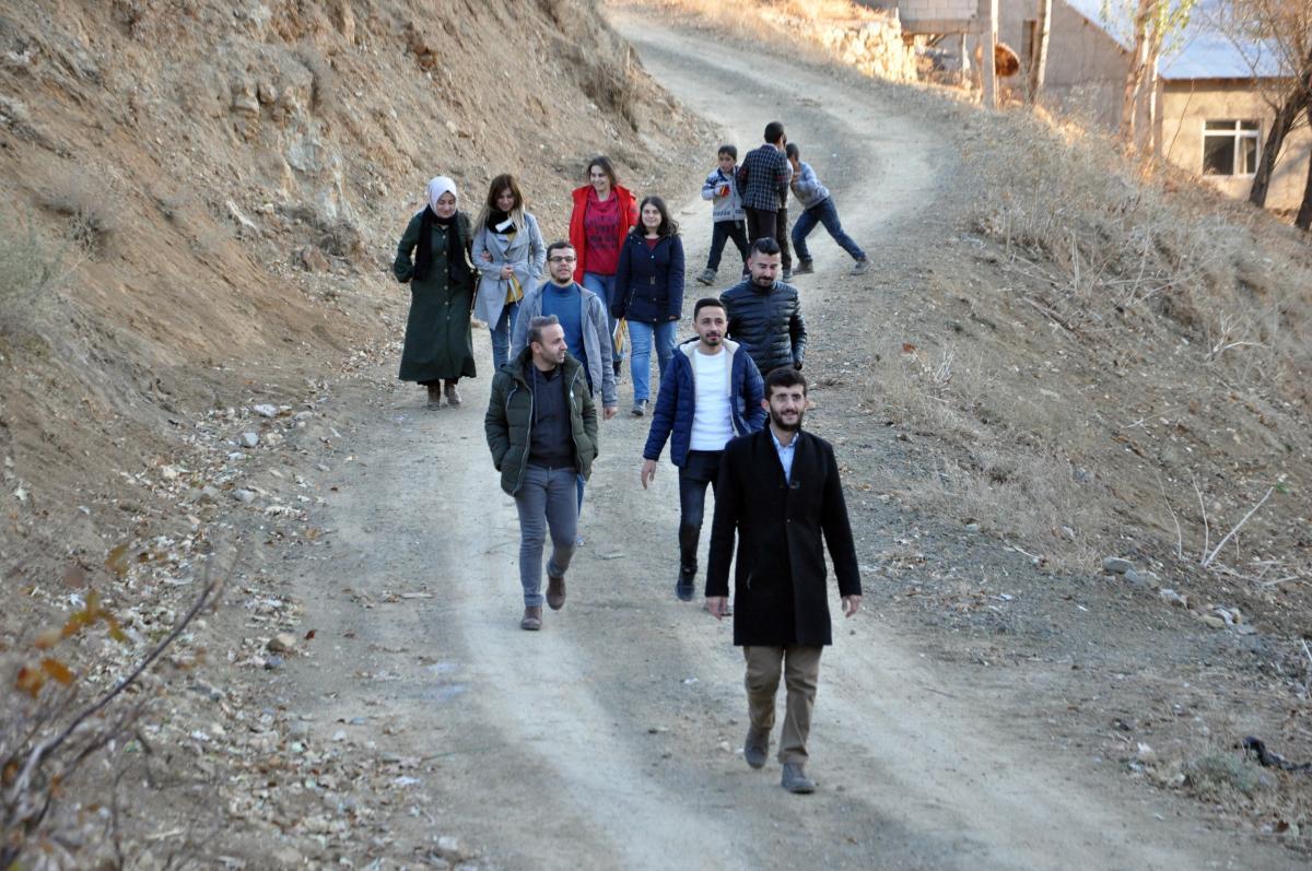 Yüksekova'da öğretmenlerden 15 kilometrelik veli ziyaret - Resim: 1