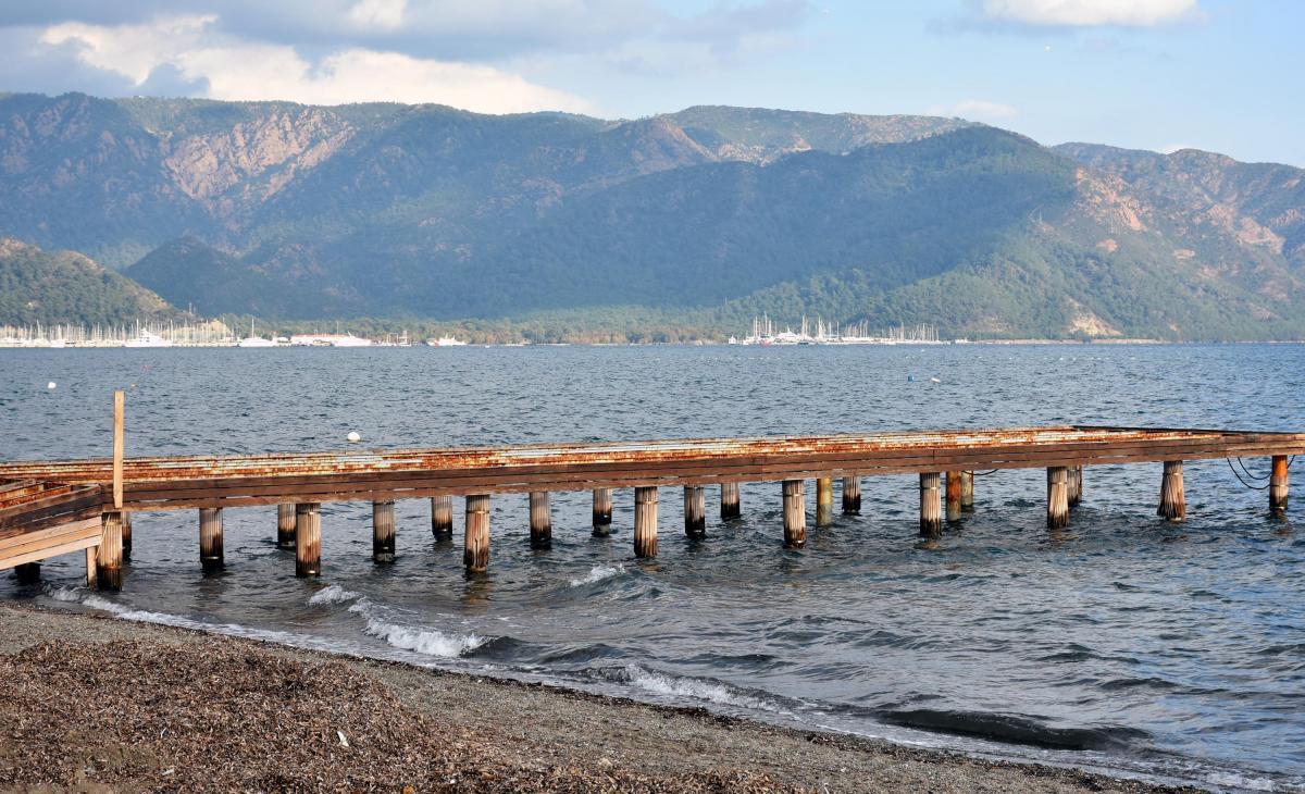 Marmaris'te deniz suyu çekildi, adacıklar oluştu - Resim: 1