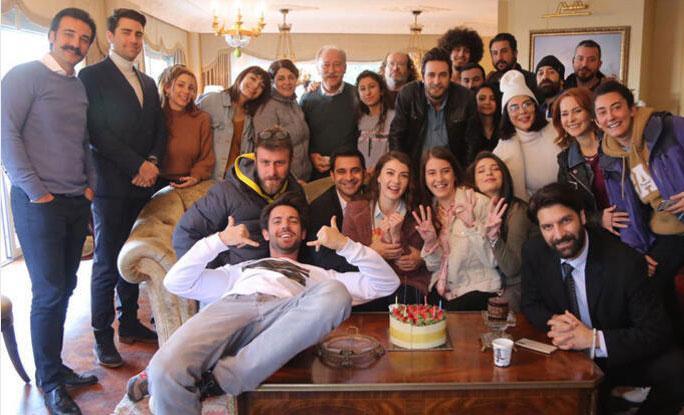 Burcu Özberk yeni yaşını sette kutladı - Resim: 1