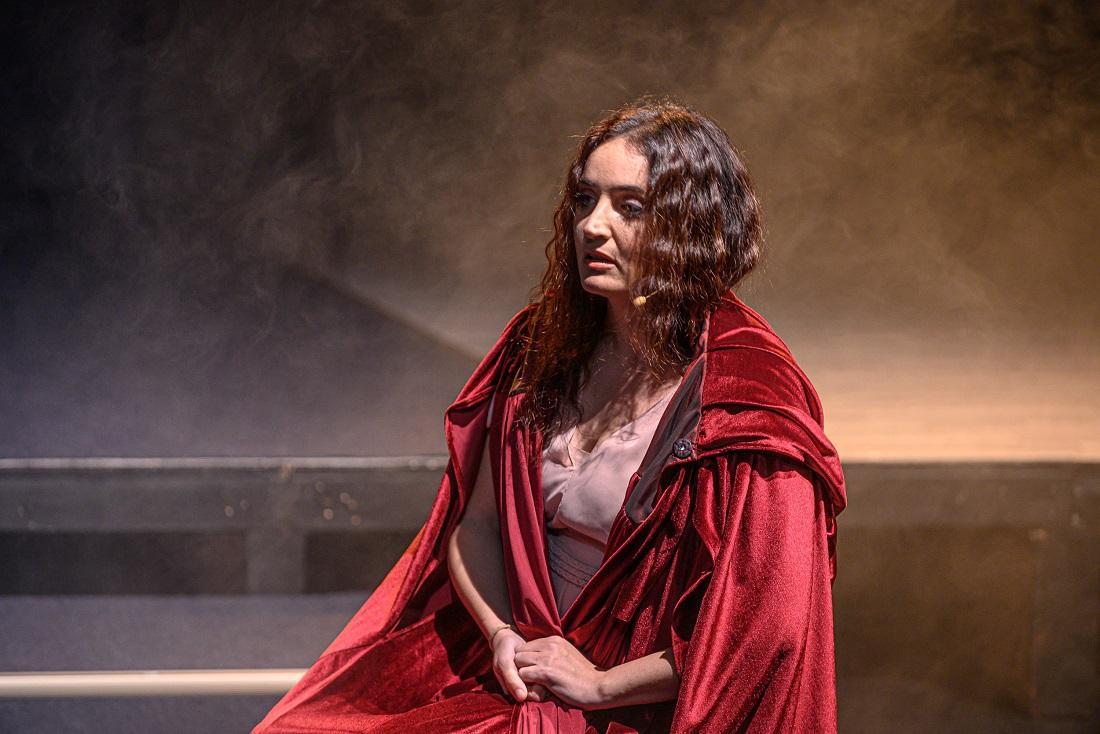 """""""The Muse"""" müzikalinde sahne alan Fadik Sevin Atasoy, ABD'de ayakta alkışlandı - Resim: 2"""