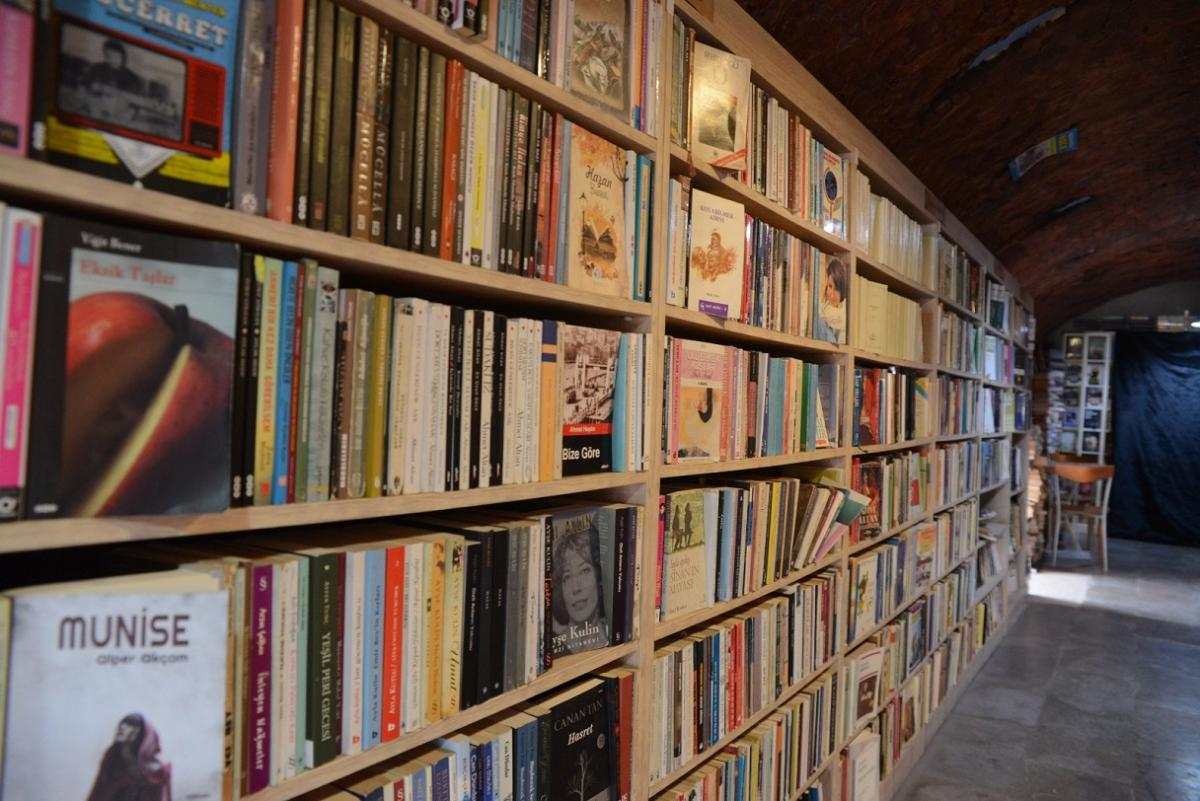 Çöpten kütüphaneye: Çankaya Belediyesi şantiyesinde 3 yılda 25 bin kitap toplandı - Resim: 1