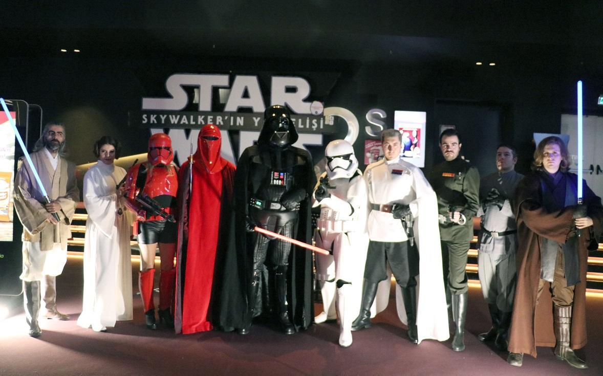 Yıldız Savaşları özel gecesi: Kostümler giyildi, ışın kılıçları çekildi! - Resim: 1