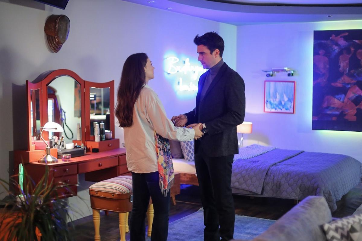 """""""Afili Aşk"""" 28. bölüm: Yılbaşı gecesi yaşananlar dengeleri değiştiriyor - Resim: 1"""