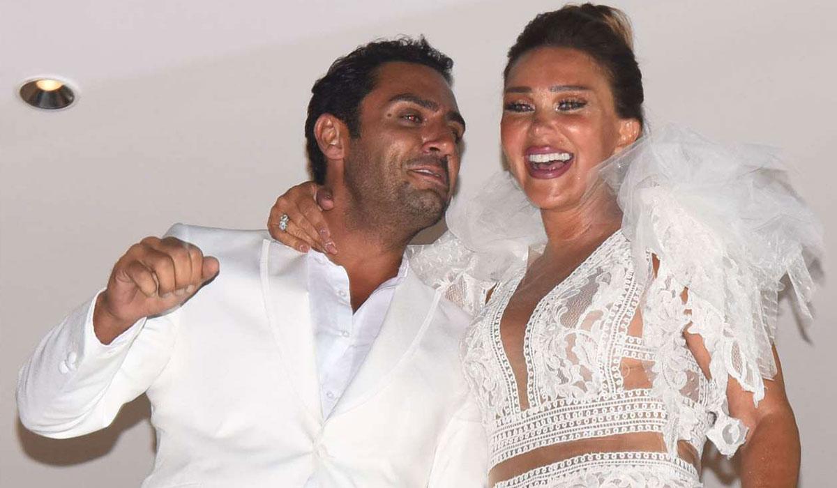 Boşandılar! Ünlü şarkıcı sevincini böyle kutladı