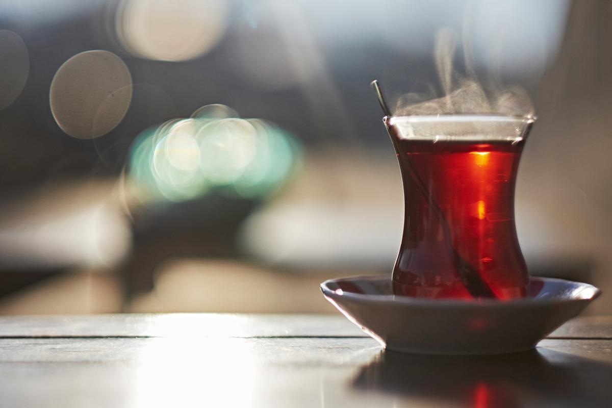 Çay tüketicileri dikkat! Boyalı çay nasıl anlaşılır?