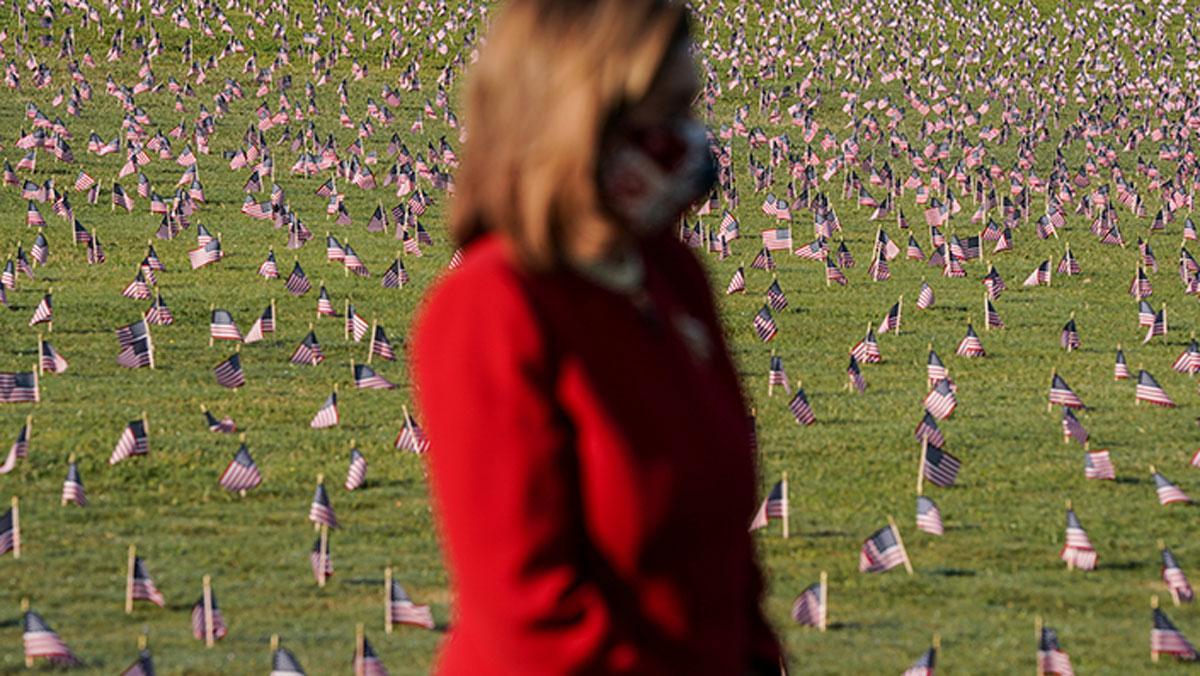 Virüsten ölenlerin anısına 20 bin Amerikan bayrağı