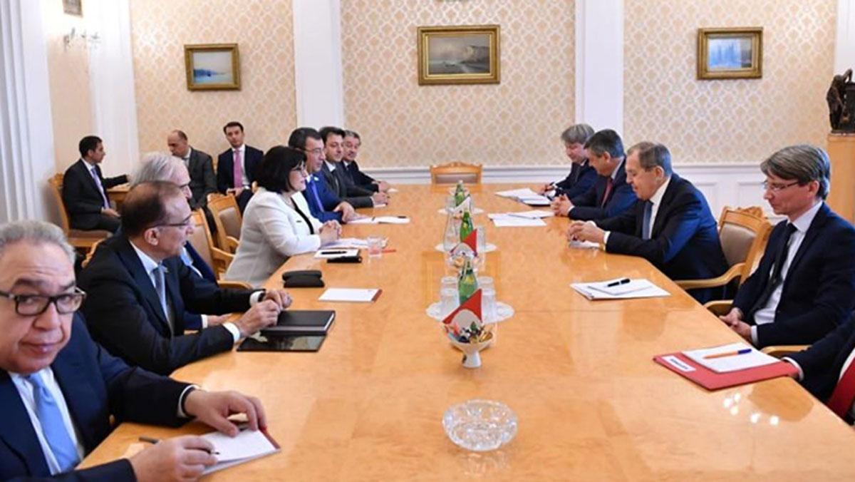 Lavrov: Ermenistan'ın 5 bölgeyi geri vermesinden yanayız