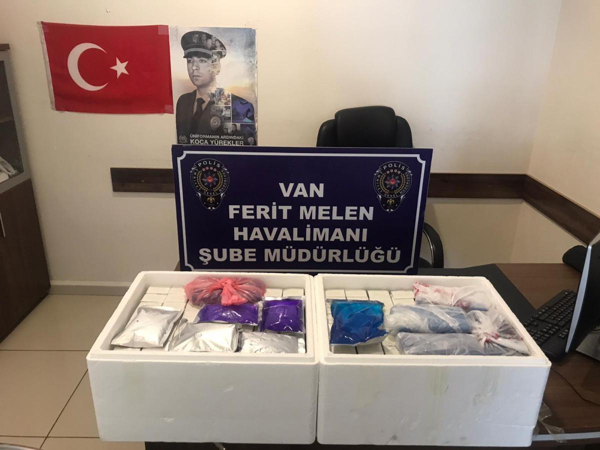 Havalimanında 224 kaçak botoks dolgu ürünü ele geçirildi