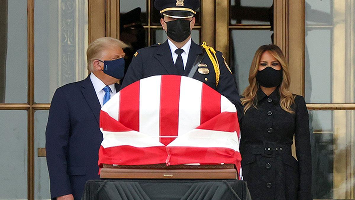 Trump'a Ginsburg'un tabutu önünde protesto