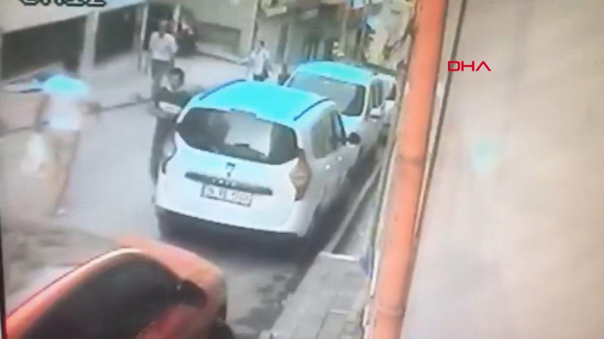 Silahlı kavgada yoldan geçen kadın vuruldu