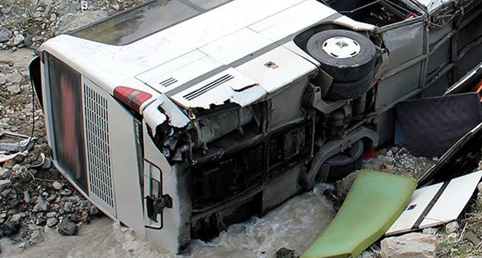 Tayland'da otobüsle kamyon çarpıştı!