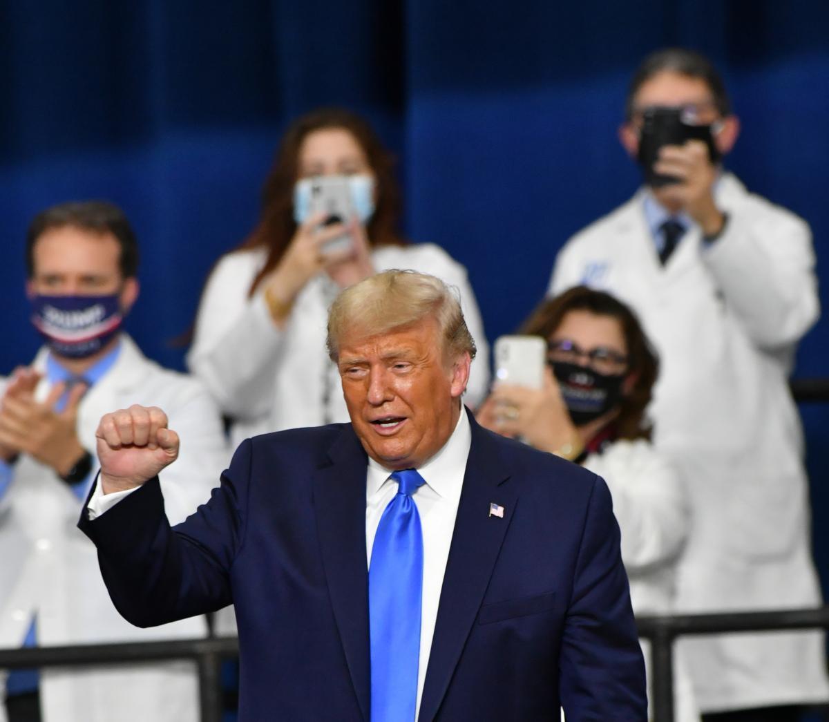 Canlı yayın tartışması öncesi Trump farkı kapattı