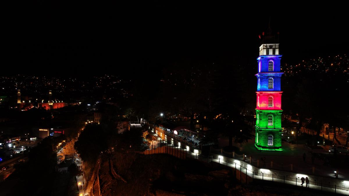 Tophane Saat Kulesi Azerbaycan'ın renklerine büründü