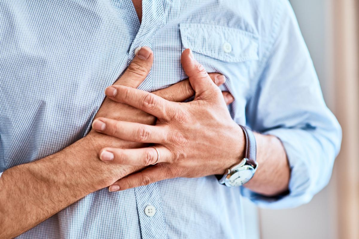 20 dakikadan uzun süren göğüs ağrısına dikkat!