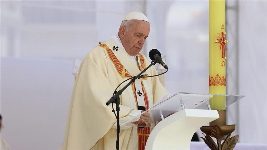 Papa'dan eşcinsellere destek