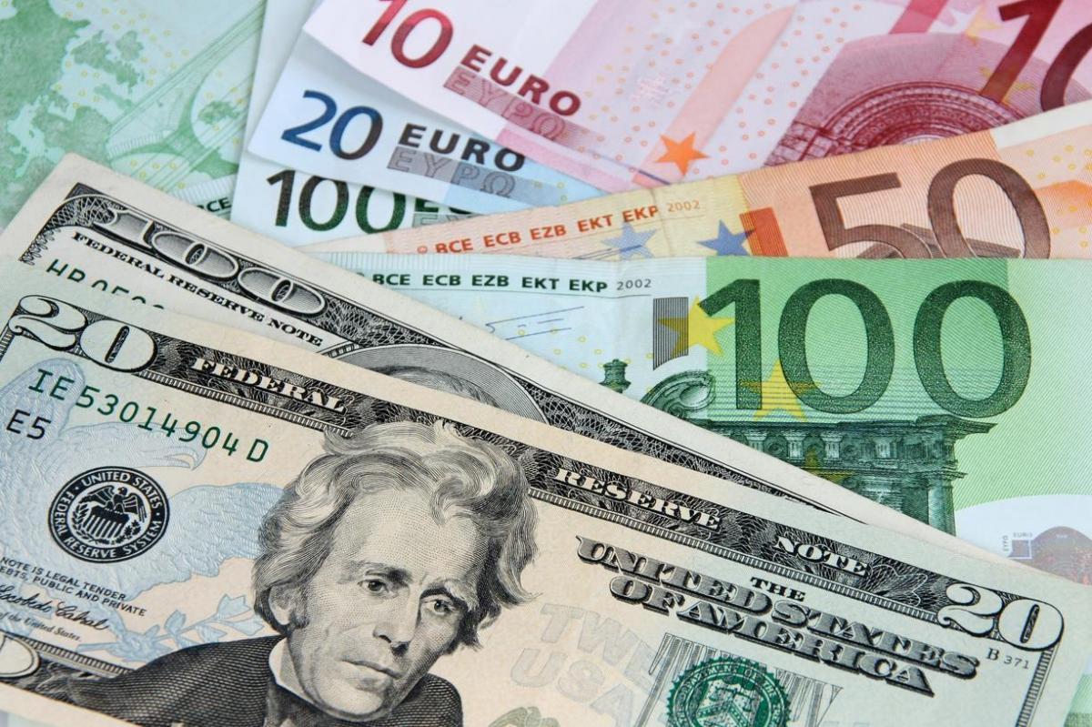 Dolar 'Merkez'i bekliyor