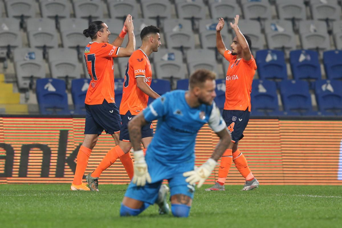 Başakşehir, Antalyaspor'u 5 golle geçti